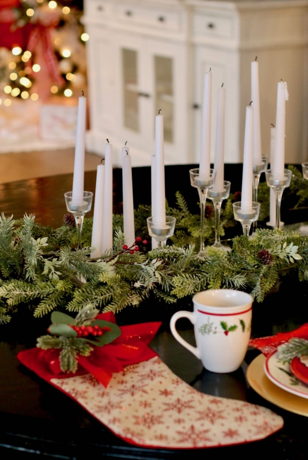 Decorating a holiday table using dollar store decorations! Design Dazzle