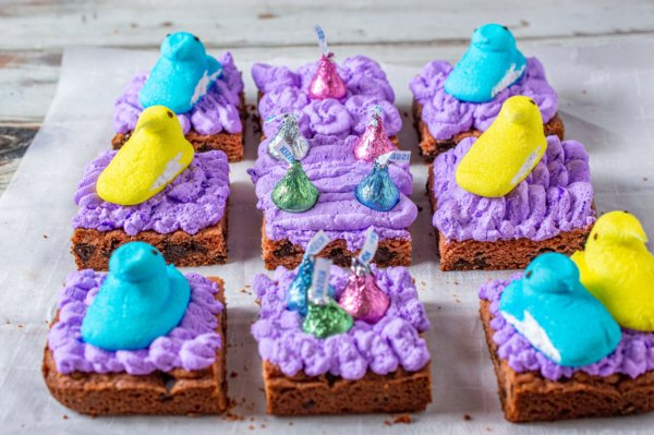 Easter chocolate chip cookie squares 10