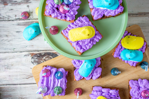 Easter chocolate chip cookie squares 16